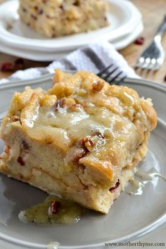 Simple and delicious Bread Pudding topped with a sweet Vanilla Bean Sauce. The … Simple and delicious Bread Pudding topped with a sweet Vanilla Bean Sauce. The perfect dessert to serve for any occasion! Easy Pudding Recipes, Cake Recipes, Dessert Recipes, Easy Bread Pudding, Bread Recipes, Dessert Sauces, Pudding Desserts, Chicken Recipes, Dessert Souffle