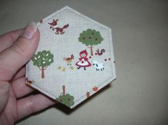 Must make this very cute hexie needlebook...There is a tutorial!