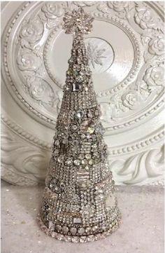 Jeweled Christmas Trees, Cone Christmas Trees, Christmas Cactus, Vintage Christmas, Christmas Holidays, Christmas Decorations, Christmas Island, Modern Christmas, Christmas Mantles