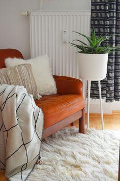 Urban Living Room | scandinavian boho | black & white | leather | plants