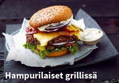 Hampurilaiset grillissä, Resepti: Valio #kauppahalli24 #hampurilainen #grilliruoka #resepti #verkkoruokakauppa Burger Night, Coleslaw, Healthy Alternatives, Fish Recipes, Cheddar, Hamburger, Sandwiches, Bbq, Food And Drink