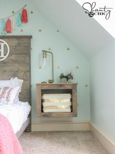Woodworking Plans Free Woodworking Plans and Tutorials to create this DIY Floating Storage Nightstand! - Free Woodworking Plans and Tutorials to create this DIY Floating Storage Nightstand! Stylish Bedroom, Shabby Chic Bedrooms, Shabby Chic Decor, Kid Bedrooms, Bedroom Sets, Girls Bedroom, Floating Shelves Bedroom, Floating Shelves Kitchen, Small Nightstand
