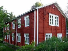 Just like my parents' summer house in Osthrobotnia near to Vaasa. Helsinki, Scandinavian Countries, Scandinavian Home, Meanwhile In Finland, Finland Country, Finnish Language, Red Houses, Swedish House, House Built