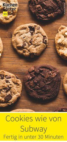 Deine Lieblingssorte ist mal wieder aus? Kein Problem! Hier im Rezept erfährst du, wie du die weichen Cookies mit Macadamia, Chocolate Chip und Co. in nur 20 Minuten selber machen kannst. Cookies Subway, Sweet Bakery, Cake Pops, Cupcakes, Sweets, Desserts, Food, Recipes, Cookie Recipes