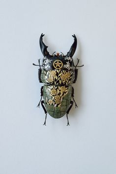 Bio Art, Insect Crafts, Insect Art, Dark Art Illustrations, Illustration Art, Artisan Works, But Is It Art, Bijoux Art Nouveau, Bugs And Insects