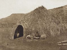 Primitive Apache Home (The North American Indian, v. I. Cambridge, MA: The University Press, 1907)