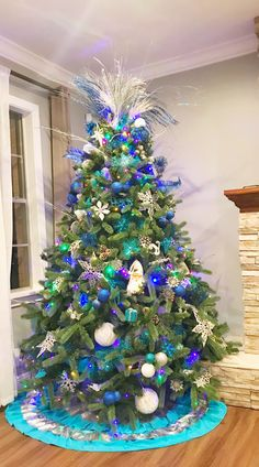 Christmas tree~Silver, Blue and White tree.