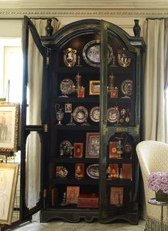 NY living room of Howard Slatkin, from FIFTH AVENUE STYLE