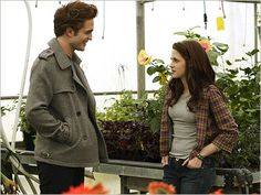 Twilight BTS-Edward and Bella in the greenhouse - TwiFans-Twilight Saga books and Movie Fansite