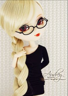 Pullip with glasses