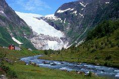Glaciar Briksdal (Noruega): una lengua de hielo de 480 kilómetros.