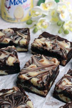 Chocolate chip cookies bars mini ideas for 2019 Fun Easy Recipes, Easy Cookie Recipes, Brownie Recipes, Sweet Recipes, Dessert Recipes, Chocolate Chip Cookie Bars, Chocolate Brownies, Chocolate Desserts, Cookie Dough Cake