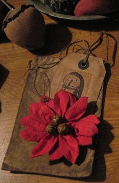Poinsettia ornie, prim ponsettia, poinsettia e pattern Merry Christmas, Christmas Bags, Primitive Christmas, Rustic Christmas, Christmas Ideas, Primitive Crafts, Primitive Patterns, Handmade Tags, Old Fashioned Christmas