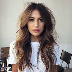 messy wavy hairstyle for long hair