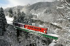 Travelling by train in Japan: The Ultimate Sightseeing Experience
