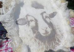 Vilt en Foto / Vilt en Schrijven  Wat een ontdekking!.  Vilt en Foto's...  Uw eigen foto's kunt u in de wol mee vilten met water en zeep. D...