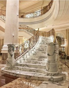 35 Grand Staircase Inspiration - Space for staircase is decided based on the whole size of the house. Yes, tiling the staircase is a remarkable method to give them a great appearance. by Joey Luxury Staircase, Grand Staircase, Staircase Design, Dream Home Design, House Design, Dream Mansion, Luxury Homes Dream Houses, Elegant Living Room, Beautiful Homes