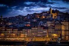 Porto is the port wine capital. Here are my 13 tips for a visit to the Portuguese city (Including boutique hotel and excursions). Portugal, Strand, New York Skyline, Times Square, City, Highlights, Travel, Porto, Europe