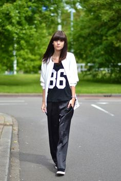 Discover the latest in women's fashion and men's clothing online. Shop from over styles, including dresses, jeans, shoes and accessories from ASOS and over 800 brands. ASOS brings you the best fashion clothes online. Sporty Chic Style, Sport Chic, Sport Fashion, Fitness Fashion, Womens Fashion, Asos Fashion, Fashion Clothes Online, Sports Luxe, Sporty Outfits