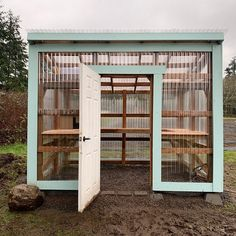 Lean To Greenhouse, Backyard Greenhouse, Diy Small Greenhouse, Diy Greenhouse Plans, Pallet Greenhouse, Outdoor Projects, Garden Projects, Farm Gardens, Outdoor Gardens
