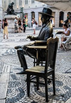 Statue of Fernando Pessoa in Lisbon, Portugal. One of Portugal most famous figures. Places In Portugal, Visit Portugal, Spain And Portugal, Portugal Travel, Sintra Portugal, Algarve, Modernisme, Portuguese Culture, Azores