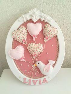 quadro-oval-passarinho-com-baloes-porta-maternidade-menina