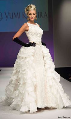 yumi katsura bridal fall 2016 haute couture golden harvest collection sleeveless wedding dress dramatic ruffle overskirt side view