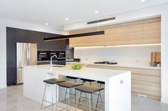Stunning contemporary kitchen design featuring polytec Natural Oak Ravine. http://www.polytec.com.au/colour/natural-oak/