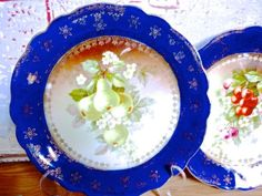 VINTAGE-BAVARIAN-GERMAN-PLATES-TWO-CABINET-DECORATED-PLATES-BLUE-PLATES