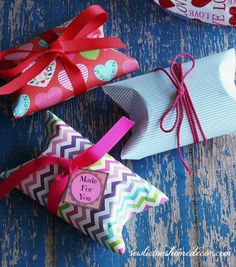 Valentine Pillow Boxes with free gift tags. sewlicioushomedecor.com