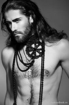 #Corsari/01 [Valerij. Long haired man] Eppure ce ne sono alcuni che stanno così bene con i capelli lunghi!