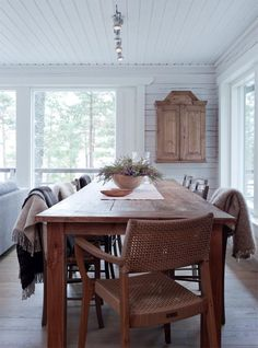 Onni on oma saarimökki | Koti ja keittiö House, Interior, Interior Inspiration, Family Room, Home, Dining Table, Hamptons House, Interior Design, Loft Interior Design