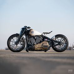 Harley-Davidson's Battle Of The Kings competition is back for This is one of our faves: a Softail Heritage Classic from called 'Space Age,' which celebrates the Custom Bobber, Custom Harleys, Custom Motorcycles, Custom Bikes, Harley Davidson Custom Bike, Harley Davidson Street, Harley Davidson Sportster, Bobbers, Moto Cafe
