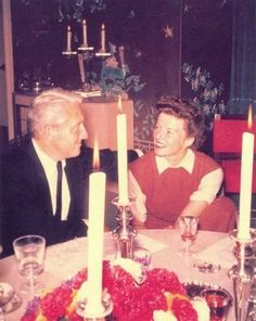 Kate and Spencer at the dinner table. Old Hollywood Actresses, Classic Actresses, Hollywood Actor, Hollywood Stars, Classic Hollywood, Vintage Hollywood, Tom Selleck Movies, Katharine Hepburn Spencer Tracy, Famous Couples
