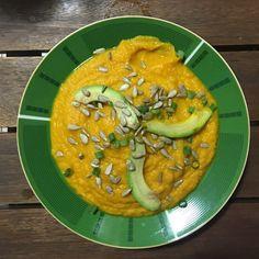 Uma receita light e super saborosa: receita de sopa de cenoura com gengibre. Vem ver como é fácil!