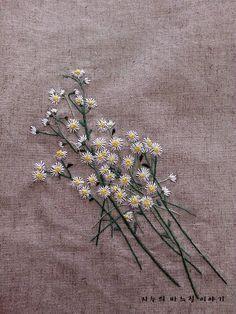 이렇게 이뿐꽃이 개망초라니ㅠㅠ어렸을적 소꼽놀이할때 이꽃따서 계란후라이라며 놀았다는 그래서 계란꽃이...