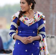 Pretty arms design with printed dupatta