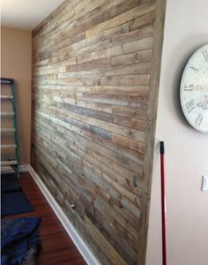 DIY Pallet Wall Project Paletten Designs, Europaletten Möbel, Holzarbeiten,  Flur Wände, Schlafzimmer