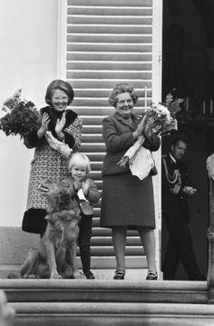 koningspaar:  Crown Princess Beatrix, Queen Juliana and Prince Willem-Alexander