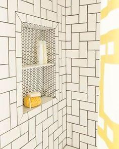 A Mistura De Padrões Deu Muito Estilo à área Do Box Deste Banheiro. Um Recuo