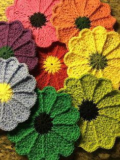 Scalloped Potholder By Priscilla Hewitt - Free Crochet Patter - (ravelry)