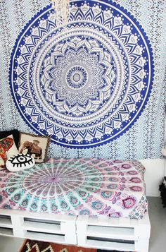 Aakaash: Sky.Life a life where you're not restricted by walls with this beautiful SKY Blue Ombre Mandala.Available in Queen Size Only.