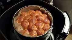 Heerlijk uit de Airfryer: bladerdeegballetjes met rundergehakt! Die Airfryer, wat is het toch een geweldig apparaat. Bakken, braden en frituren: je kan het allemaal met de heteluchtfriteuse. En dat zonder liters vet, gedoe en veel schoonmaakwerk! Dit makkelijke recept is ook weer een absoluut parel