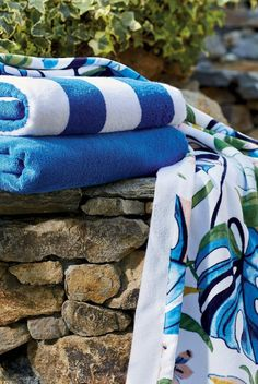 Add a little jungle style to your pool or beach experience. Bold foliage is printed on this long staple Turkish cotton-velour towel in a reactive dye that keeps it looking stylish all summer long.