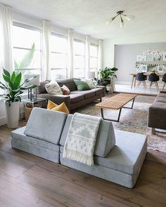 Living Room Scandinavian, Scandinavian Style, Kids Couch, Living Room Decor, Living Spaces, Couch Design, Playroom Design, Chandelier, Fashion Room