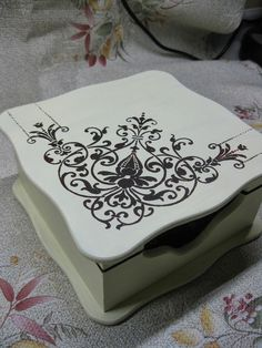 Wood Painting Napkin Models 70 Pieces - Wood Painting Samples - Wood painting napkin models You are in the right place about classic decor Here we offer you the mo - Painted Wooden Boxes, Wooden Diy, Ceiling Murals, Decoupage Box, Diy Box, Painting Patterns, Box Design, Painting On Wood, Crates
