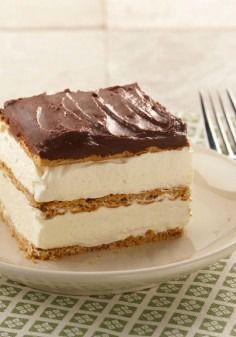 Pastel elcair de galletas graham- Este postre a base de pudín de chocolate y galletas tipo Graham es tan ligero que su dulzura te llevará a las nubes.