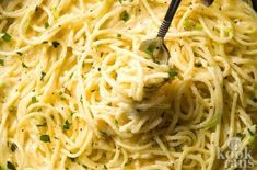 This delicious spaghetti recipe is unique and is bringing a delicious meal to many, imitating a sort of 'adult mac-n-cheese. Creamy Spaghetti, Cheese Spaghetti, Dutch Recipes, Italian Recipes, Pasta Recipes, Cooking Recipes, Sauce Tomate, Pasta Noodles, Everyday Food