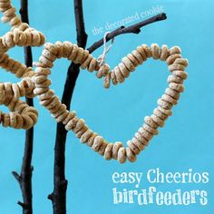 Cheerio DIY Bird Feeder Heart -A really quick and easy DIY project idea! Perfect crafts idea for kids.
