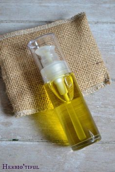 DIY Une huile hydratante pour la peau. (http://herbiotiful.com/serum-huileux-reparateur-et-hydratant-visage/)